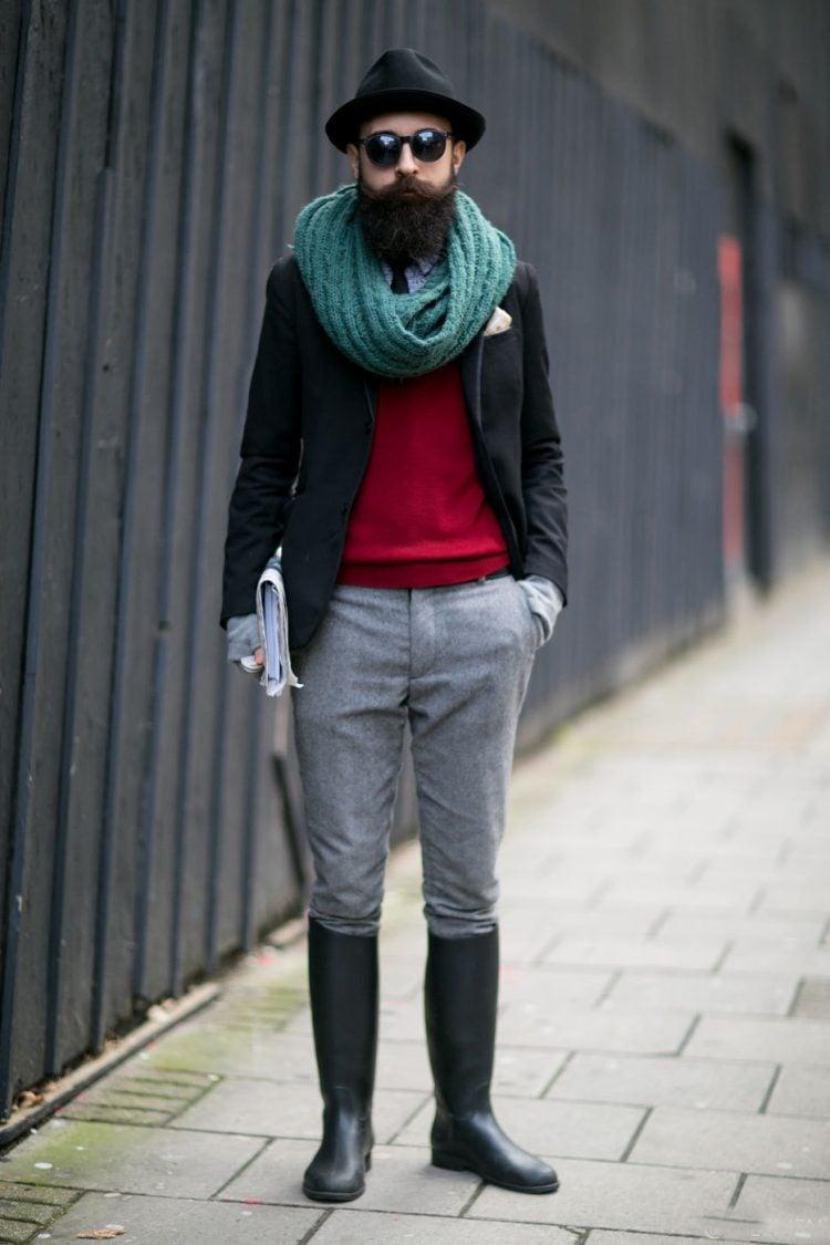 カラースヌードと長靴の着こなし
