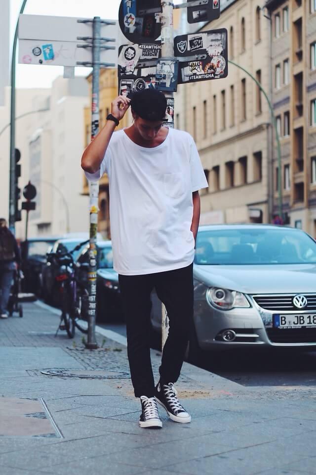 白Tシャツ,ブラックスキニージーンズパンツ,コンバースオールスター,ワークキャップ,夏コーデメンズファッション