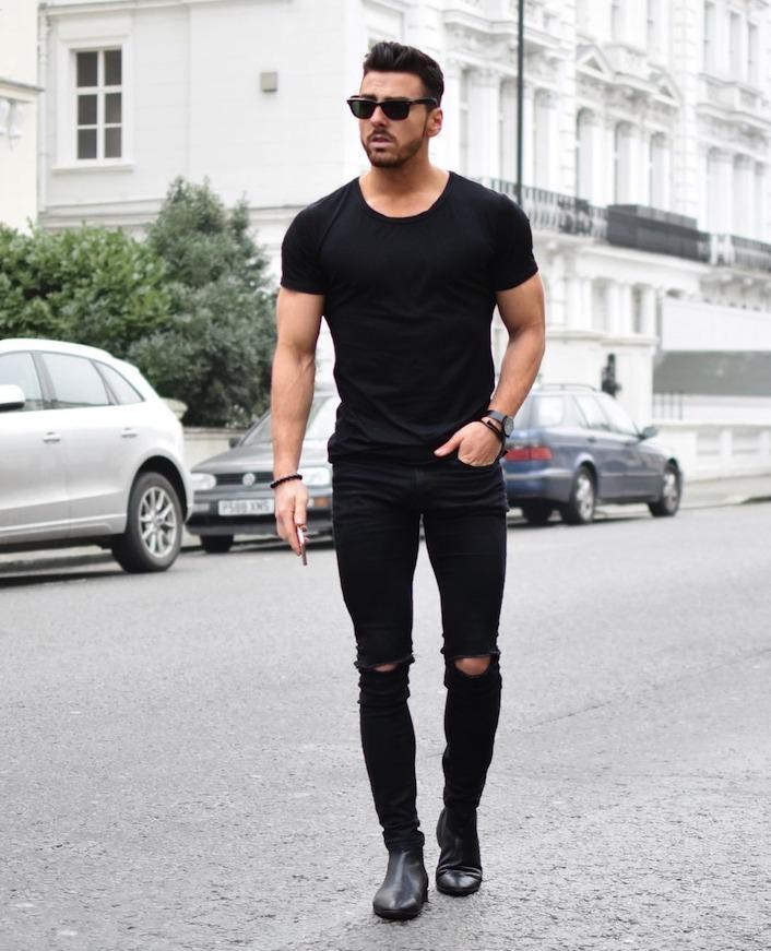 モノトーンコーデ,メンズ,ダメージデニムブラック,黒クルーネックTシャツ