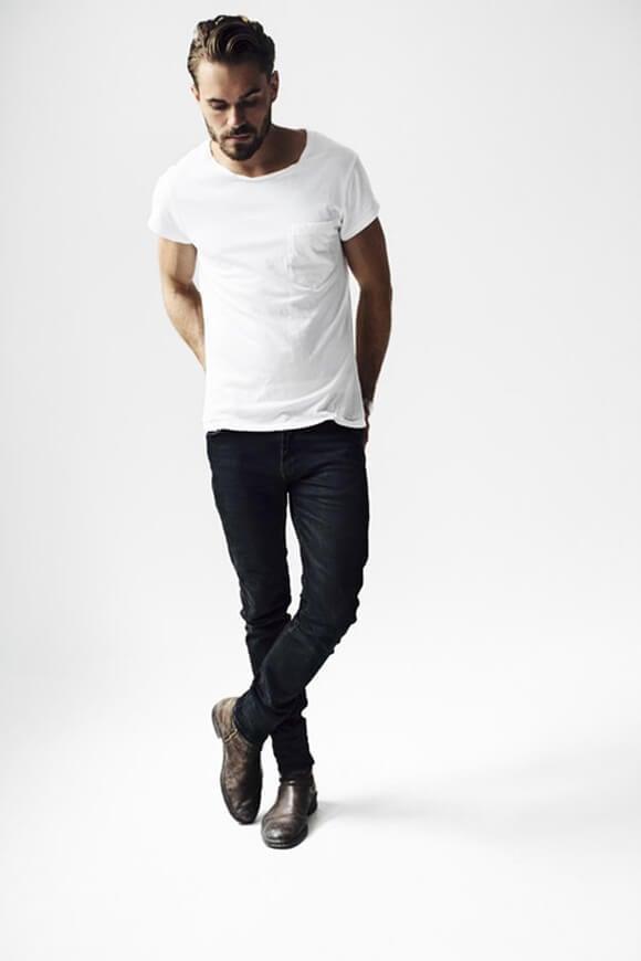サイドゴアブーツ,無地Tシャツスタイル,ブラックスキニージーンズ着こなしメンズコーデ