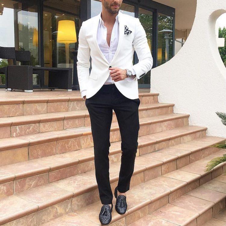 ホワイトジャケット×ブラックパンツ