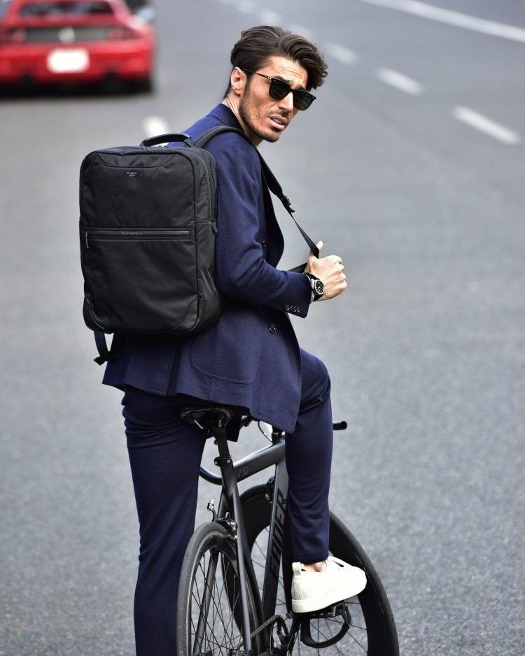 上品だけどガシガシ使えるタフさも備えているから、ロードバイク通勤のニューヨーカースタイルにもピッタリ!